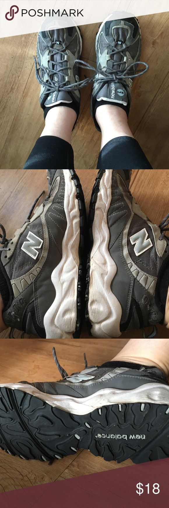 New balance comfy sneakers sz7 Dark gray and light gray New Balance running or walking shoes. Good condition. Some wear on the inside as seen in pic four. Still a great show and has lots of years left in these babies! Prices accordingly. Reasonable offers considered! 💕 New Balance Shoes Sneakers