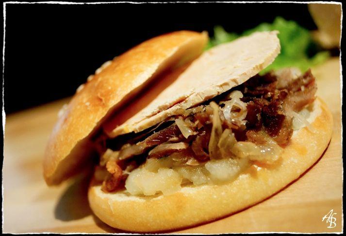 Autre temps, autre cuisine, après les hamburgers très américains, voici venu le temps des hamburgers du Sud-Ouest. Allez savoir pourquoi, le mot hamburger raisonne de façon si étrange dans la tête …