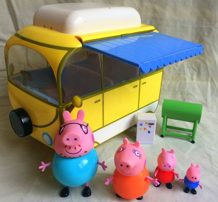 Peppa Pig Holiday Camper Van with Complete Family Figures