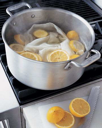"Wat een tip! ""White damask napkins, linens, and even socks can be whitened on the stove!"""