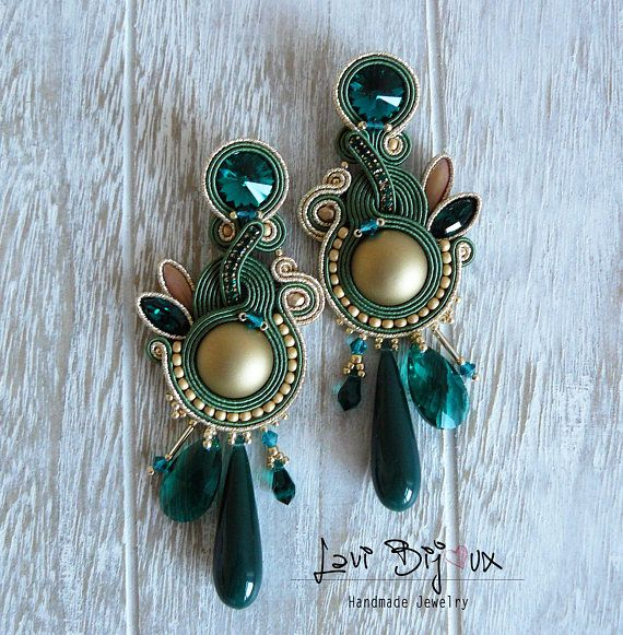 Soutache Earrings, Handmade Earrings, Hand Embroidered, Soutache Jewelry, Handmade from Italy, OOAK --------------------------------------- Earrings handmade by me with soutache embroidery technique. ITEM DETAILS: -Colors: emerald green, gold. -Materials: soutache string, beads,