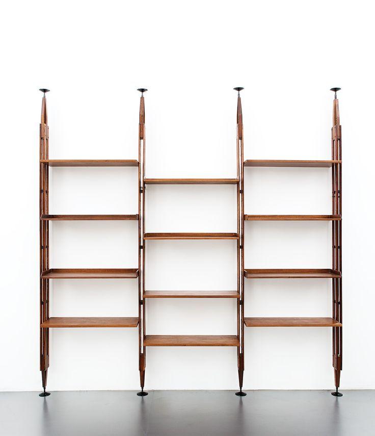 Franco Albini  Libreria mod. LB7 Montanti in legno di frassino massiccio, ripiani in compensato impiallacciato in legno di noce, elementi di giunzione in metallo laccato. Prod. Poggi, 1957 ca.