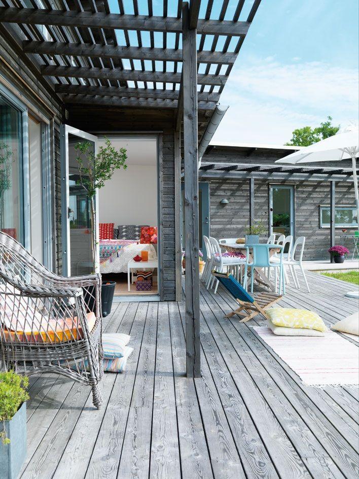 Pergola / takraster / takribbor Ger viss avskuggning mot solinstrålning till inomhusmiljö.