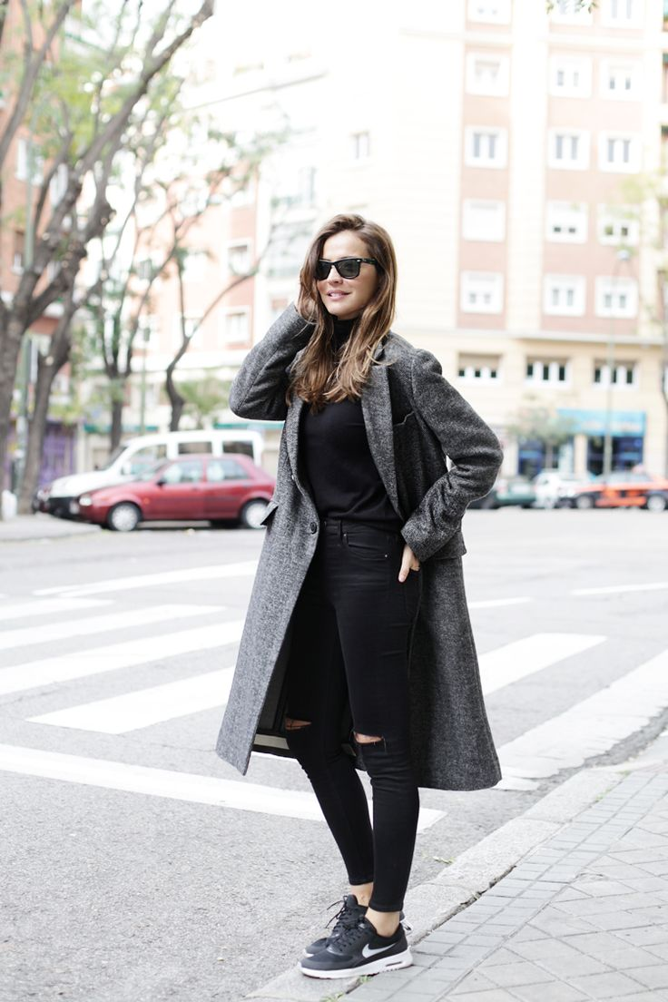 Zara grey coat, Nike Air Max Thea sneakers, long coat, black jeans