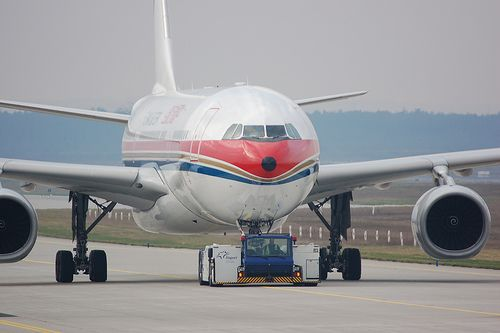 China Eastern Airlines 中国东方航空 Airbus A330-243 B-6121 (5504)