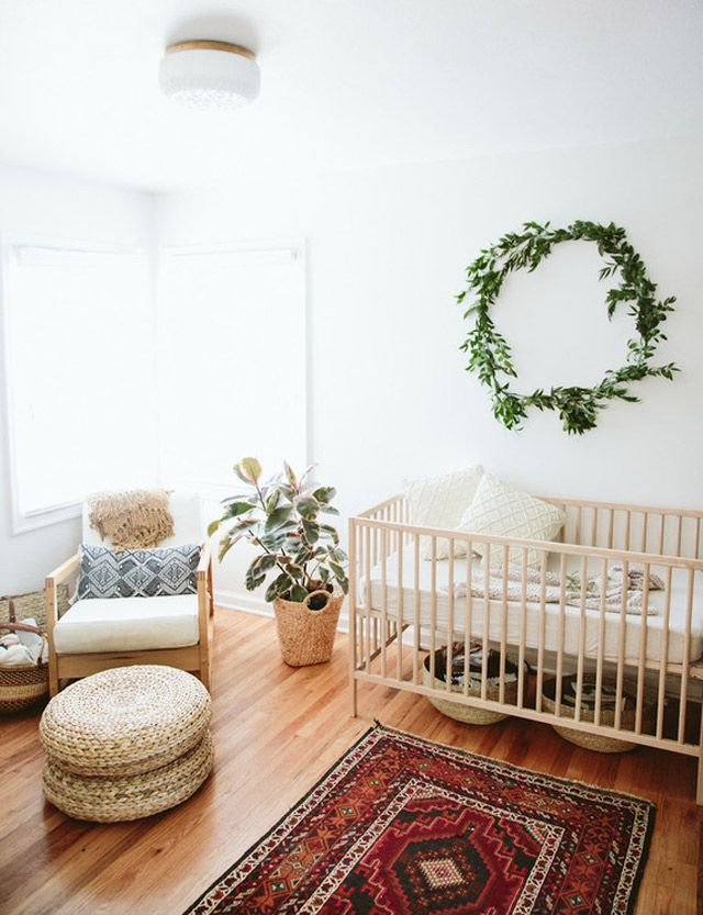 Who says all nurseries need to be colourful! We couldn't stop gazing at this minimalistic baby-room decor. #LessIsMore
