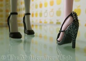 The Multicrafteral Lab: My sole tutorial (with spider sandals for MH and a lot of pictures)