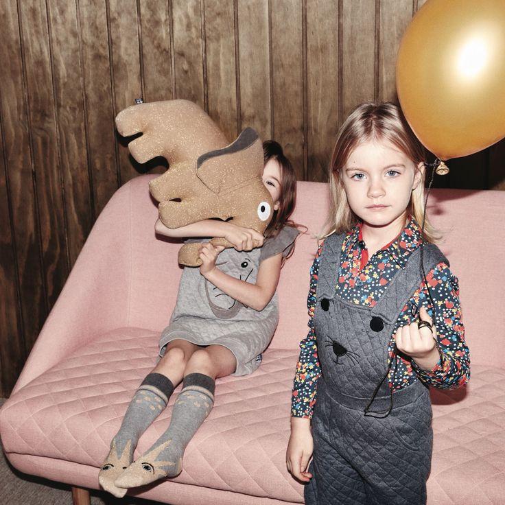 So süß die Kids mit Murphy zusammen. @ugangbabblechat  #sofacompany_de #danishdesign #furniture #scandinaviandesign #interiordesign #furnituredesign #nordicinspiration #retrostyle #pink #Sofa