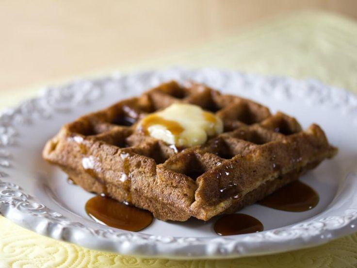 Sembra impossibile preparare dei waffle senza uova? No, e ve lo dimostriamo con la ricetta dei waffle vegani.