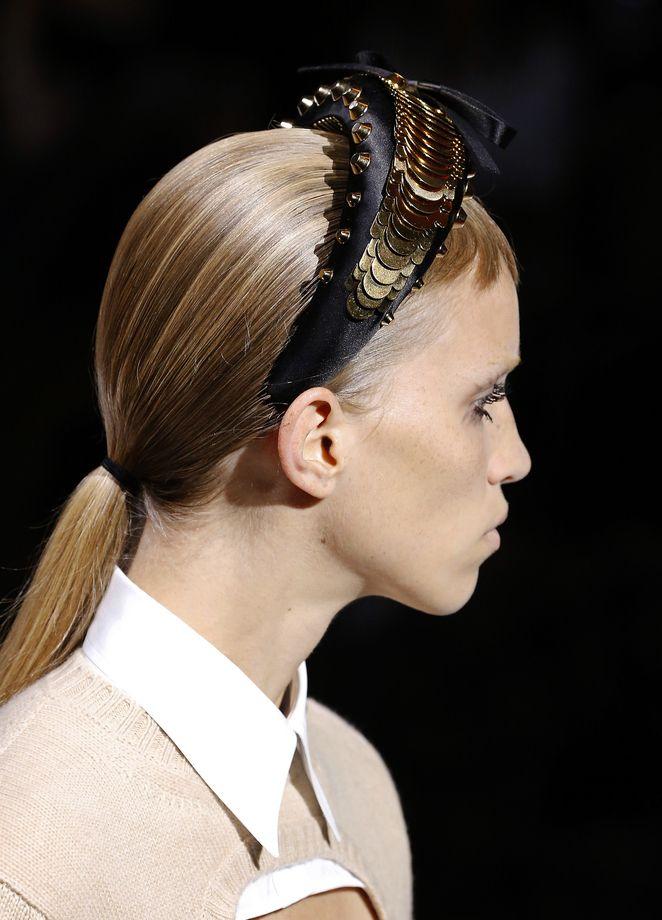 Trendfrisur Mit Haarreif 3 Neue Styling Ideen Frisuren Trendfrisuren Lange Haare