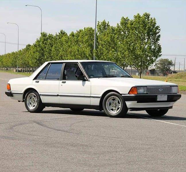Attirant White Ford Falcon XD ESP
