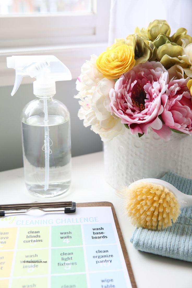 Cleaning Ideas | Join us for our 25 Day Spring Cleaning Challenge and get your house clean and organized in a month. Free Spring Cleaning Printable. #ad