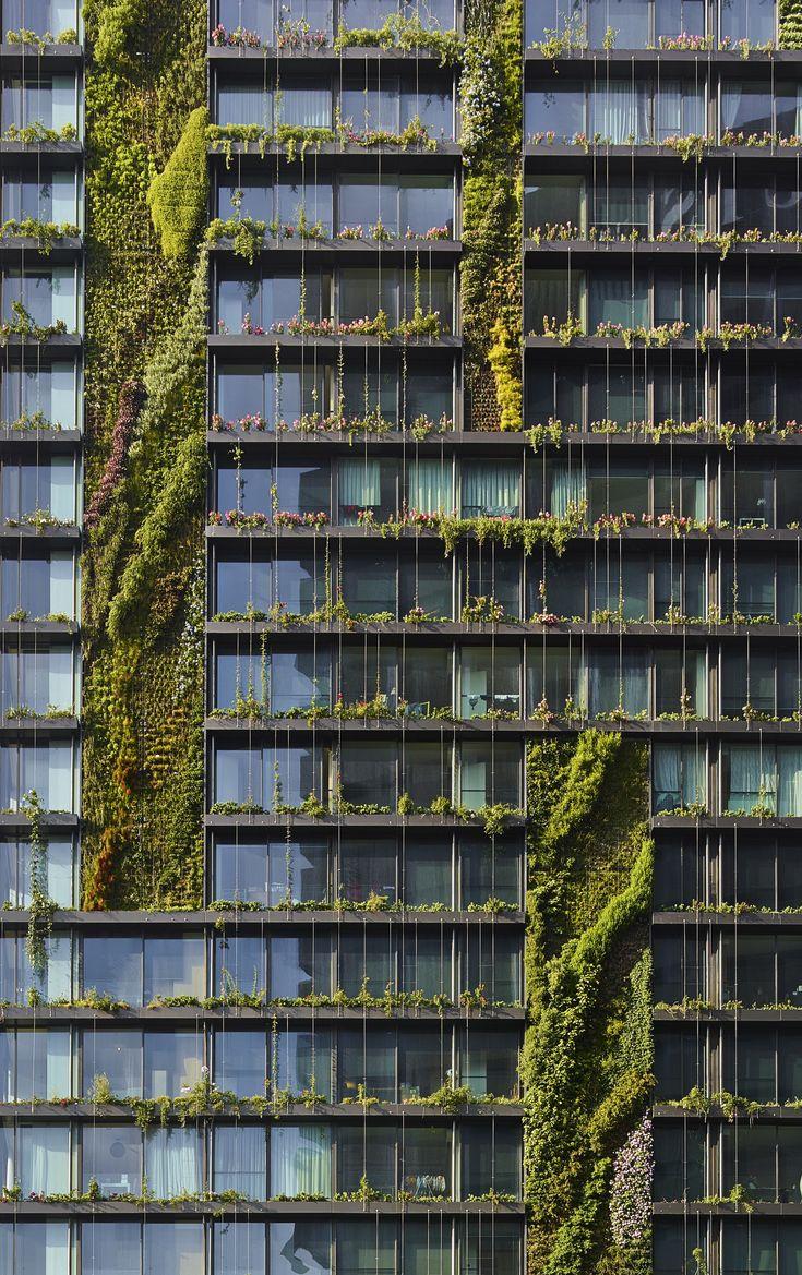 Livewall green wall system make conferences more comfortable - A Fachada Verde Do One Central Park Mescla Esp Cies Plantadas Em Jardins Verticais E Trepadeiras Guiadas