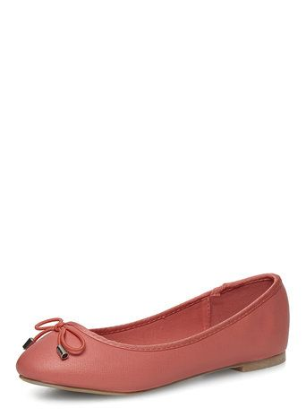 Coral wide fit round pumps