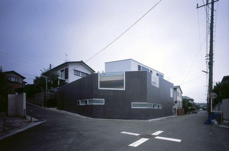 taku sakaushi / OFDA: corner windows