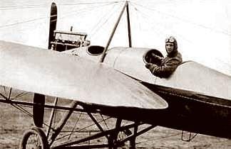 De Duitse luchtmacht tijdens de Eerste Wereldoorlog: Gunther Plüschow - hier vlak voor een verkenningsvlucht -  moest het  in 1914 met zijn Etrich-Rumpler-Taube als een eenmansluchtmacht  opnemen tegen de Japanse belegeringsmacht van Tsingtau