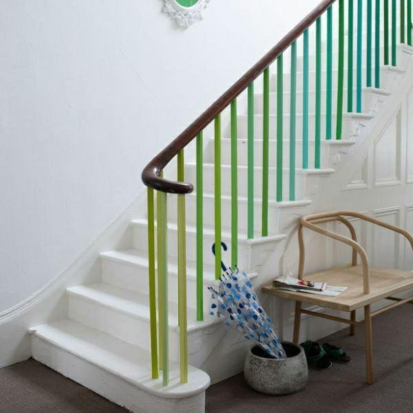 Treppe Geländer streichen grün blau weiß