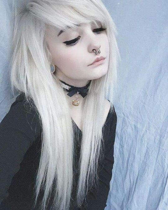 i love the way her hair is cut. wish i could get mine like that