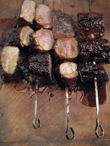 Пасхальные рецепты. Запеченная свинина на гриле  Запеченная свинина на гриле — этот рецепт Джейми привез из Америки, Техаса. Мясо полно ароматов! Готовим такие пасхальные рецепты и наслаждаемся!