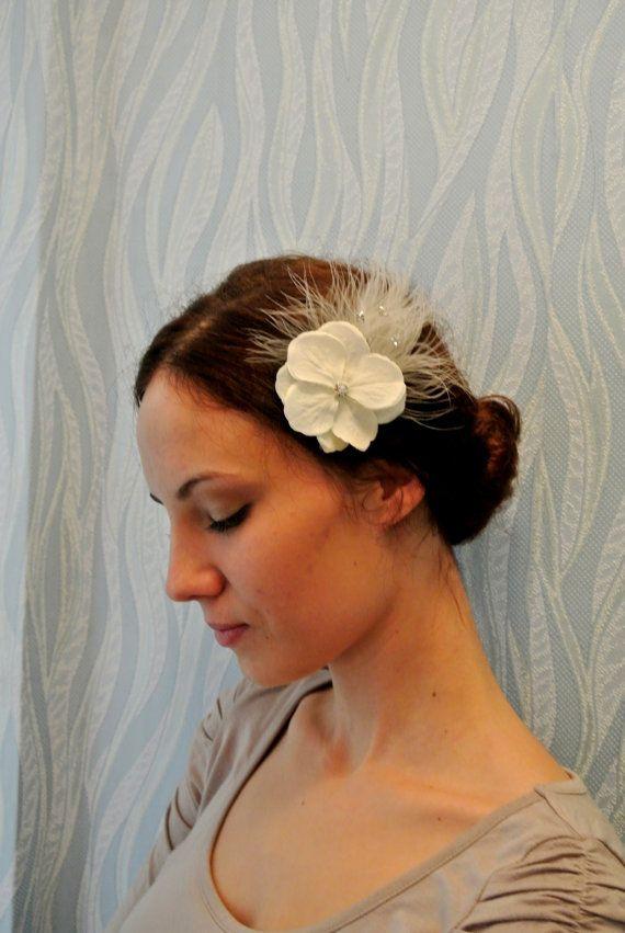 Fiore bianco avorio piuma clip di capelli, accessori sposa, UK, copricapo da sposa, capelli sposa fiori, copricapo avorio, capelli avorio