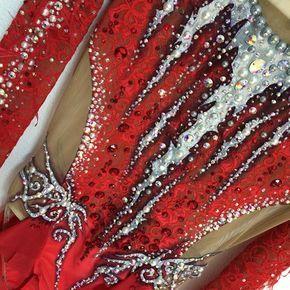 More one lovely leotard for Portugal National team of Rythmic gymnastics! ❤️ orders: info@atelierrodrigosantos.com #swarovski #handmade #olympicdesigner #bestleotardsinportugal #rhythmicgymnastics #atelierrodrigosantos @leotards_by_rodrigo_santos @taniadomingues97