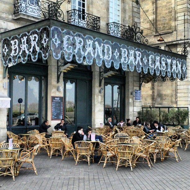 """Réalisation H27architectes - Marc Benayoun Le Grand Bar Castan Aménagement intérieur d'un café historique, vieille institution """" Art Nouveau"""" fondé en 1890, situé Quai des douanes face à la Garonne à Bordeaux en 2005"""