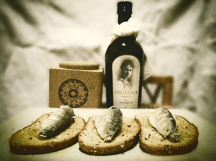 portuguese sardines, flower of salt & olive oil     sardynki portugalskie, kwiat soli i oliwa