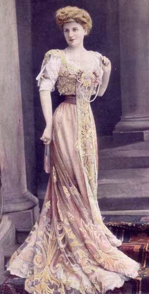 http://skarlet.hubpages.com/hub/The-History-of-Fashion