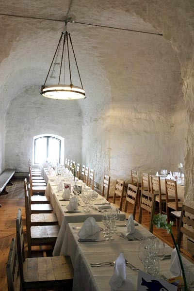 Helsinki Island Restaurants – Restaurant Särkänlinna - Särkä Island, Helsinki. Located inside an old fortress, this restaurant combines Finnish and French traditions with some Russian influences.