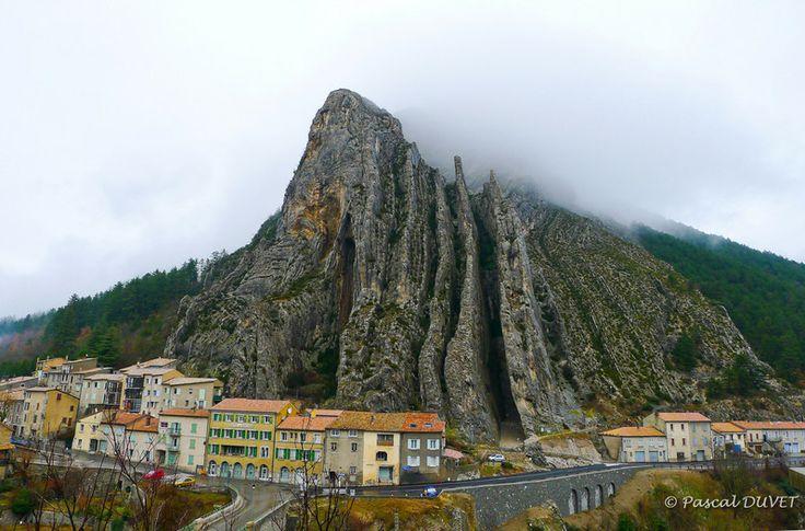 SA23 - Jour de pluie à Sisteron - Rocher de la Baume - Alpes de Haute Provence 04