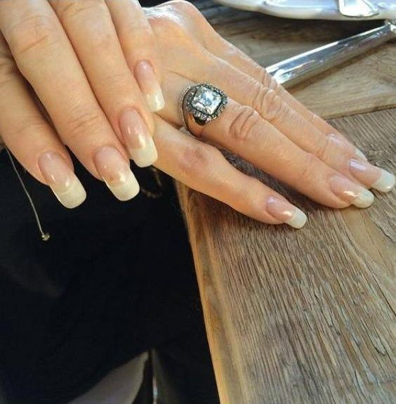 Barbra Streisand S Hands Picture Taken At Her 72nd Birthday Party 2017