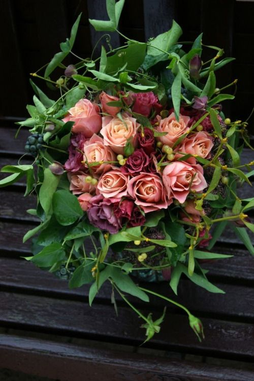 Hanbok for bouquet  #hanbok #hanbokbouquet #seoulwedding #복주머니 #플라워클래스 #프렌치스타일 #플라워스쿨 #花束 #꽃놀이 #꽃스타그램 #flowerstagram #취미꽃꽂이 #꽃배우기 #花 #ブーケ #frenchflorist #꽃