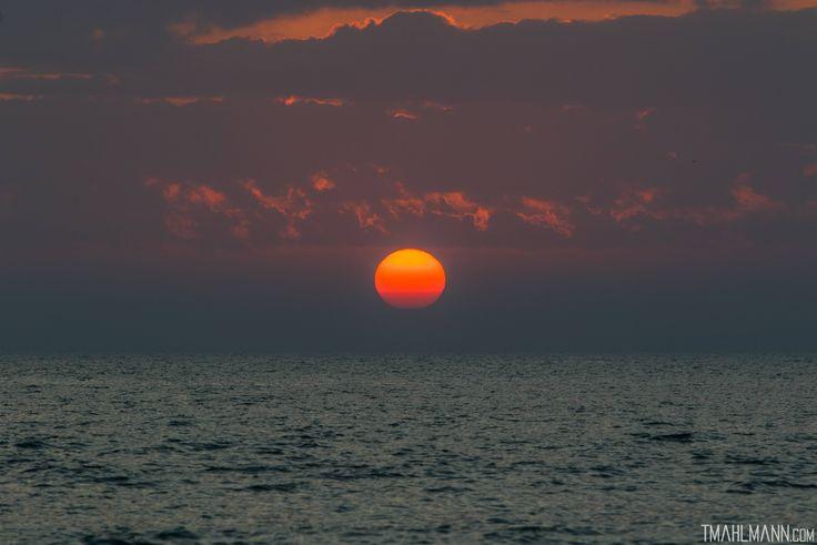Sun near the horizon tonight from Bonita Springs Florida[OC][5193x3465]