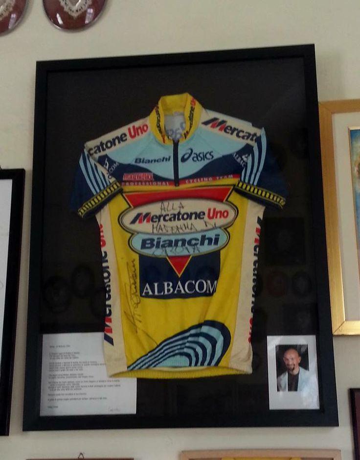 #giroditalia 1999, maglietta di Marco #Pantani donata al Santuario di #Oropa. #bici #bike #ciclismo