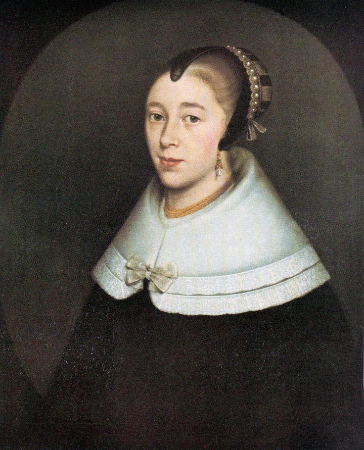 Interessant dat die eerste Hugenoot wat voet aan wal in Tafelbaai gesit het, Maria de la Quellerie, die eggenote van Jan van Riebeeck, was. Sy het egter net vir 10 jaar aan die Kaap vertoef en het in 1662 saam met haar eggenoot vertrek.