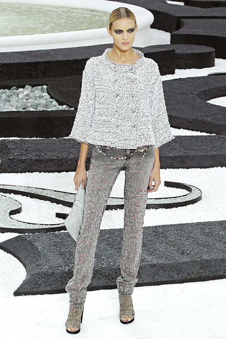 Anja Rubik at Chanel Couture S/S 2011///One of my fave Chanel Couture collections