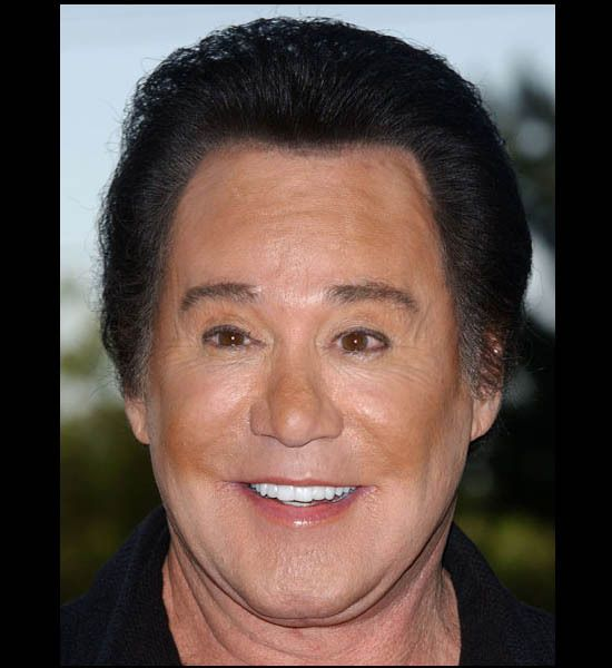 funny photos, plastic surgery disasters, plastic surgery fails, Wayne Newton..eeeeek