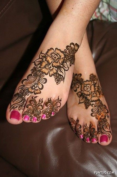 beautiful Henna design - what do you think @Camille Stevens  ;)