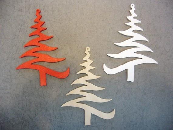 3 sapins de Noel en bois à suspendre - une idée à creuser