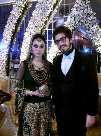 Famous Stage Drama Actress cum professional dancer Deedar got married with Hamza bhutti. After her wedding she left the stage. Find more Images on hamariweb.com
