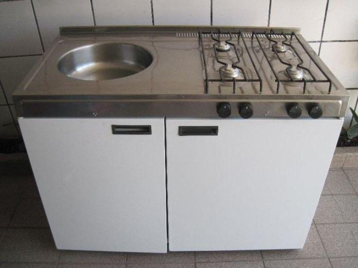 gabinete de cozinha com pia e fogão
