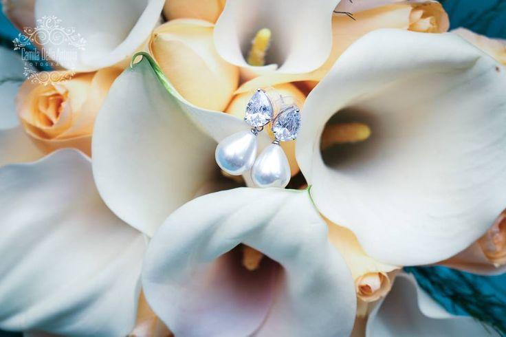 Buque de noiva com callas e rosas. Perfeito para casamento no período da manhã. Buque Lena Flores by Mariana Corbetta. Créditos fotografia: Camila Della Antonia