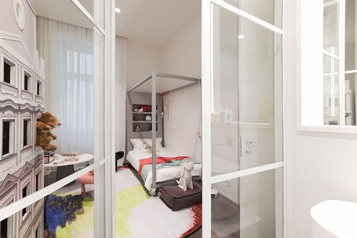 Pokoj mladší dcery - postel podle návrhu Ivanky Kowalski vyrobila česká firma Devoto.