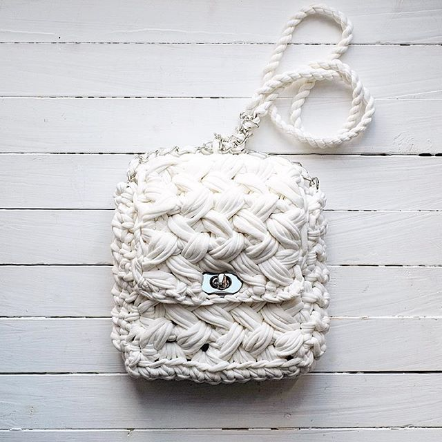 Белое на белом новая белая сумочка (формат midi) #вязанаясумка #вяжу #ленточнаяпряжа