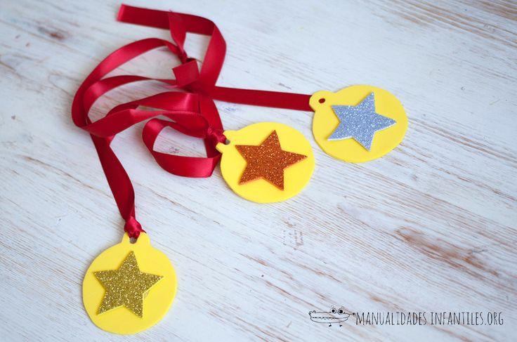 como hacer medallas para niños