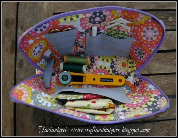 Zipped Sewing Case Tutorial... perfect little case for taking sewing gear when on the move. Could be used as a small first aid kit, too. Easy to follow tutorial. ~ Tartankiwi