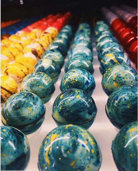 molding chocolate bombons - Pesquisa Google                                                                                                                                                     More