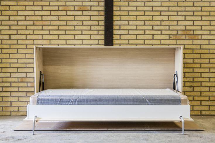 Sängskåp anpassat för et traditionell resårsäng. Wall bed mad for a traditional bed frame