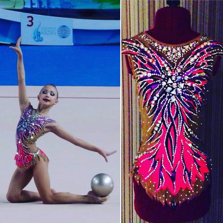 Изящная Юлия. Спасибо за фото с ковра! #rhytmicgymnastic #купальникдляхудожественнойгимнастики #rg #спорт #ручнаяработа #sport #leotard