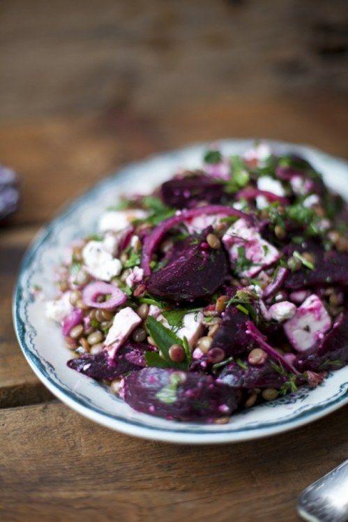 Rote-Bete-Salat mal anders: http://www.gofeminin.de/kochen-backen/rote-beete-rezept-s1594795.html